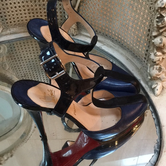 big sale d3f3a b5ccf Christian Louboutin t strap sandals 391/2